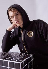 Versace Jeans Couture - Zip-up sweatshirt - nero/oro - 3