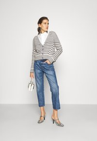 Tory Burch - CLASSIC - Relaxed fit jeans - vintage wash - 1