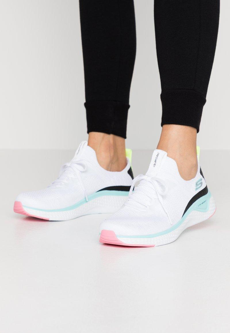 Skechers Sport - SOLAR FUSE - Sneakers laag - white/multicolor