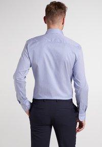Eterna - SLIM FIT - Formal shirt - blau/weiß - 1