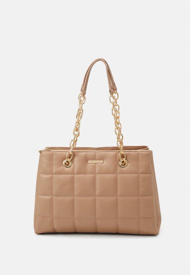 NICOLA PADDED TOTE BAG - Shopping bag - tan