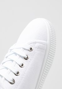 Rubi Shoes by Cotton On - CHELSEA CREEPER PLIMSOLL - Tenisky - white - 2