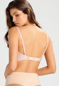 Wonderbra - PERFECT DEEP PLUNGE - Multiway / Strapless bra - skin - 2