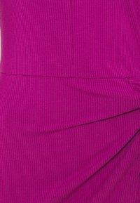 Guess - NURSELI  - Shift dress - lipstick geranium - 2