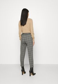 Marks & Spencer London - BELTED TROUSER - Pantalones chinos - grey - 2
