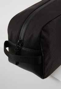 Calvin Klein - PRO WASHBAG - Trousse - black - 2