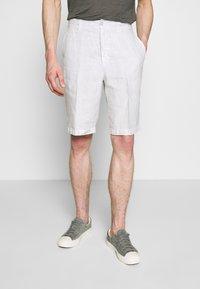 120% Lino - Shorts - stone soft fade - 0