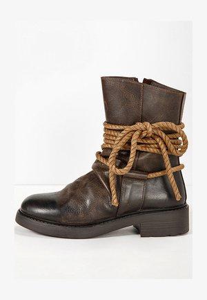 Boots - praline prn