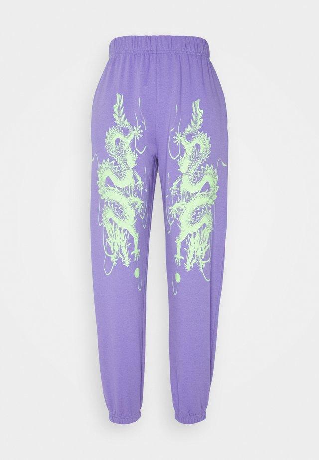 DRAGON JOGGERS - Pantaloni sportivi - lilac