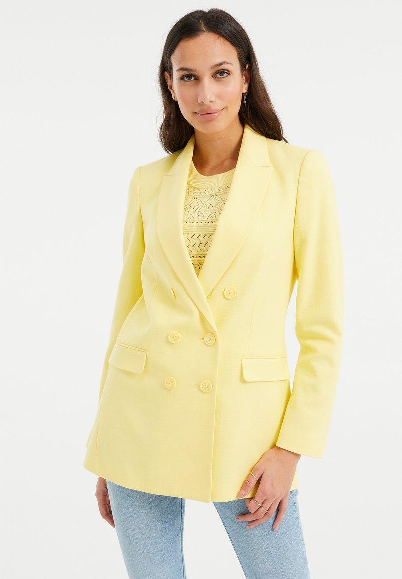 WE Fashion - Short coat - yellow