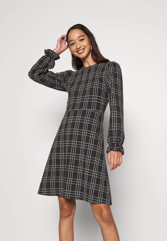 ONLHOMIE SHORT DRESS - Vestito di maglina - black/white