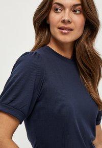 Minus - JOHANNA  - Basic T-shirt - dark blue - 2