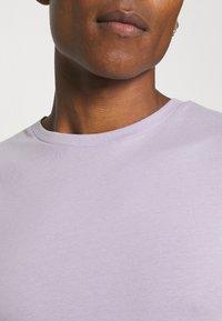 Newport Bay Sailing Club - 5 PACK - Basic T-shirt - lilac/light yellow/sage green/grey marl/off white - 13