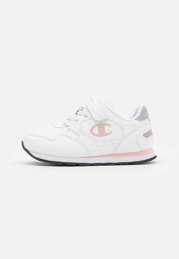LOW CUT SHOE RR CHAMP UNISEX - Sportschoenen - white/pink/silver metallic