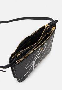 Lauren Ralph Lauren - CARTER - Across body bag - black - 3