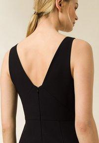 IVY & OAK - BODYCON DRESS - Shift dress - black - 2