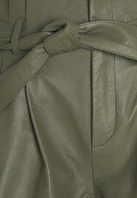 Object - OBJDANA - Kožené kalhoty - deep lichen green - 2