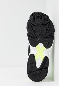 adidas Originals - YUNG-1 - Sneakers - core black/hi-res yellow - 5