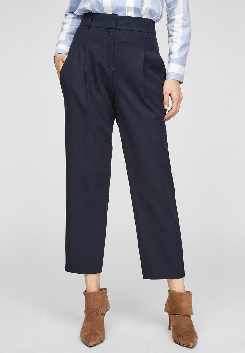 s.Oliver BLACK LABEL - MIT BÜGELFALTEN - Trousers - dark blue