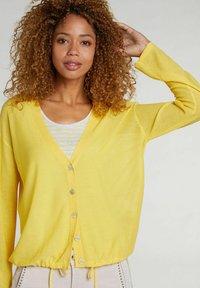Oui - MIT TUNNELZUG - Cardigan - primrose yellow - 3