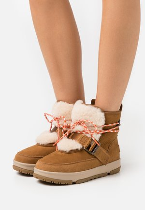 CLASSIC WEATHER HIKER - Winter boots - chestnut