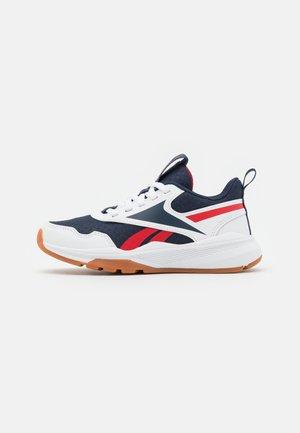 XT SPRINTER 2.0 UNISEX - Neutral running shoes - footwear white/vector navy/vector red