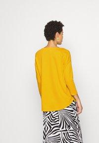 Q/S designed by - Top sdlouhým rukávem - golden yellow - 2