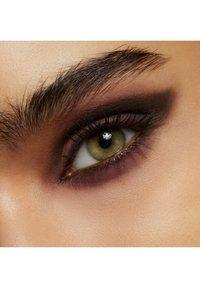 MAC - POWDER KISS EYESHADOW SMALL EYESHADOW - Eye shadow - give a glam - 5