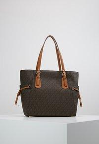 MICHAEL Michael Kors - VOYAGER SIGNATURE TOTE - Handbag - brown - 2