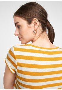 comma casual identity - Print T-shirt - yellow stripes - 4