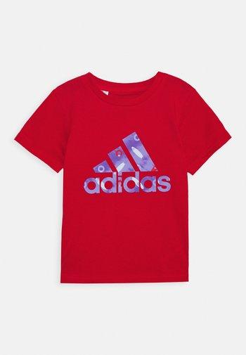 TEE - Print T-shirt - red/blue