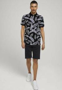 TOM TAILOR DENIM - Poloshirt - black white palm leaves print - 1