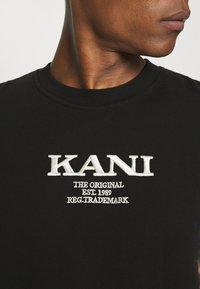 Karl Kani - RETRO BLEACHED TEE UNISEX - T-shirt con stampa - black - 4