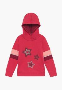 Blue Seven - KIDS STARS HOODIE - Hoodie - hochrot - 0