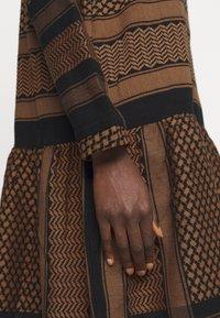 CECILIE copenhagen - JOSEFINE - Denní šaty - black/oak - 5