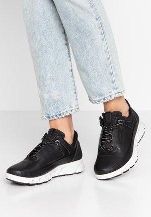 MULTI-VENT W GTXS - Sneakers laag - black