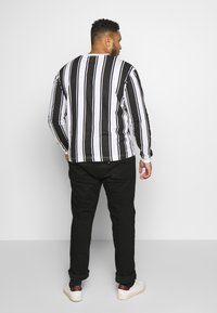 Another Influence - VERTICAL STRIPE PLUS - Long sleeved top - grey/white - 2