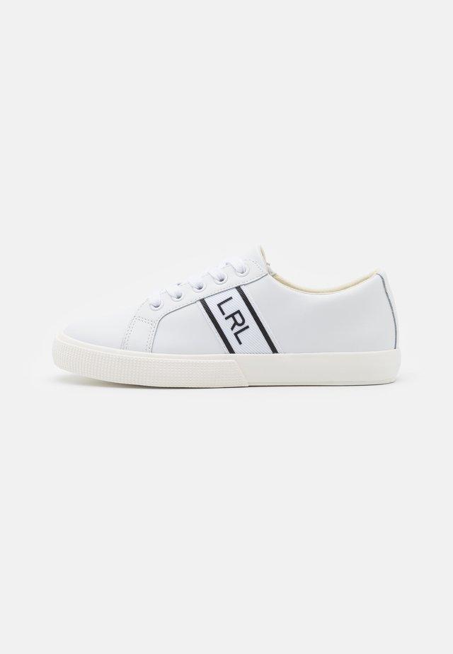 LOGO JANSON  - Sneakersy niskie - white