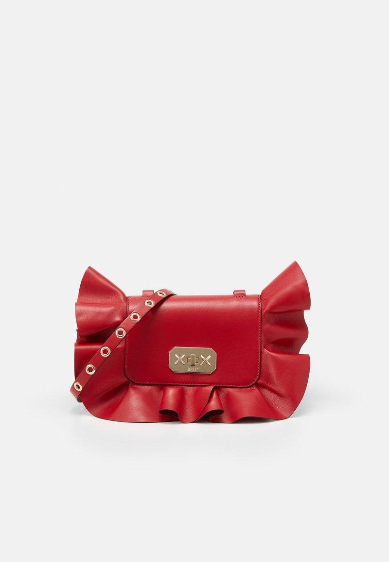 Red V - RUFFLE SHOULDER - Taška spříčným popruhem - red kiss