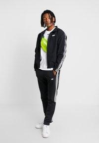 adidas Originals - REVEAL YOUR VOICE  - Chaqueta de entrenamiento - black - 1
