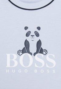 BOSS Kidswear - LONG SLEEVE BABY UNISEX - Long sleeved top - pale blue - 2