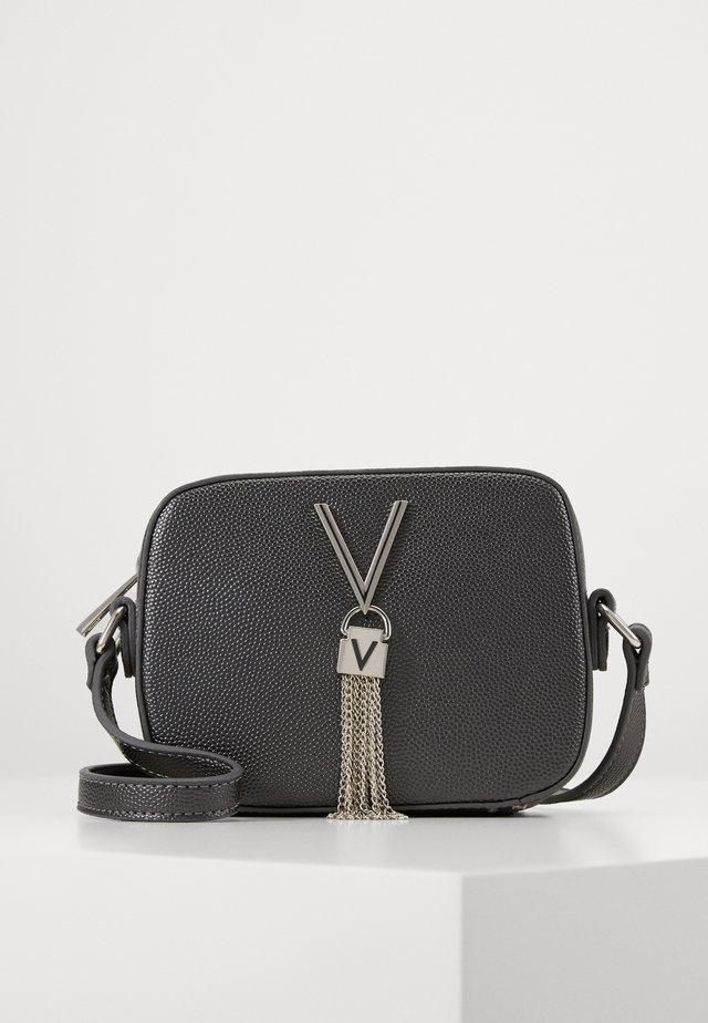 DIVINA - Across body bag - grey