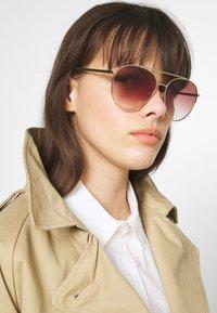 Burberry - Sunglasses - pink - 1