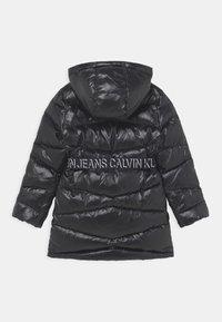 Calvin Klein Jeans - BELTED LONG COAT - Daunenmantel - black - 2