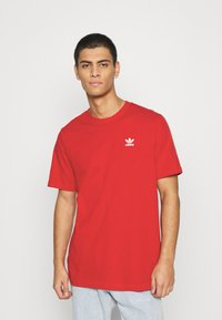 adidas Originals - ESSENTIAL TEE UNISEX - Basic T-shirt - scarle - 0