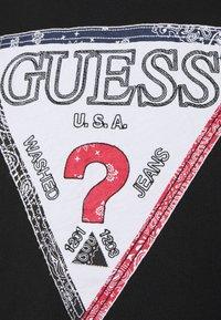 Guess - TRIESLEY TEE - Printtipaita - jet black - 7