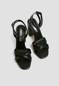 PULL&BEAR - MIT GESTEPPTEM ÜBERFUSSRIEMEN - High heeled sandals - black - 4