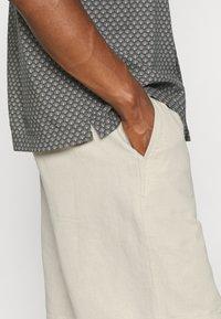 ARKET - LINEN SHORTS - Shorts - beige - 3