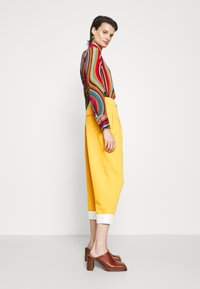 3.1 Phillip Lim - UTILITY TIE WAIST CROPPED TROUSER - Trousers - marigold - 4