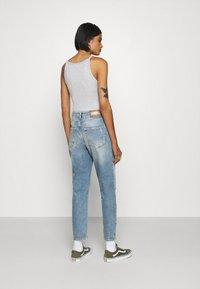 ONLY - ONLVENEDA LIFE MOM DESTROY - Jeans relaxed fit - medium blue denim - 2